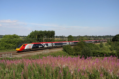 10 August. A nine car Pendolino fits more easily into the shot compared to an eleven car 390. Recognisable from her unique vinyls, 390004 Alstom Pendolino heads for Euston at Chelmscote.