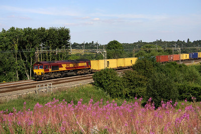 10 August. This shot was taken a little earlier than I wanted as I could hear and see a Pendolino approaching from my left. Palindromic 66066 passes north at Chelmscote with the 4M00 0902 Ipswich Griffin Wharf - Hams Hall.