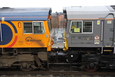 21 December. Livery and design comparisons between 66735 and 66748. Note the EMD works number carried in the cab window of 66748 which reads 2007 8 968 004. Also of note is where the former cab roof mounted air conditioning unit has been removed for UK operation. Not the neatest of welding jobs !