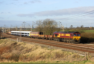 7 January.With lovely winter sun, the first class 465 to be returned to South Eastern this new year 465168, is seen behind 66206 heading south past Chelmscote with the 6X48 1247 Wolverton Works - Slade Green.