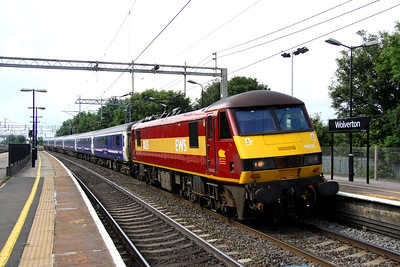 14 July. 90035 passes Wolverton on the slow with six Caledonian Sleeper vehicles in tow running as the 5Z16 Carlisle - Wembley Yard ECS.