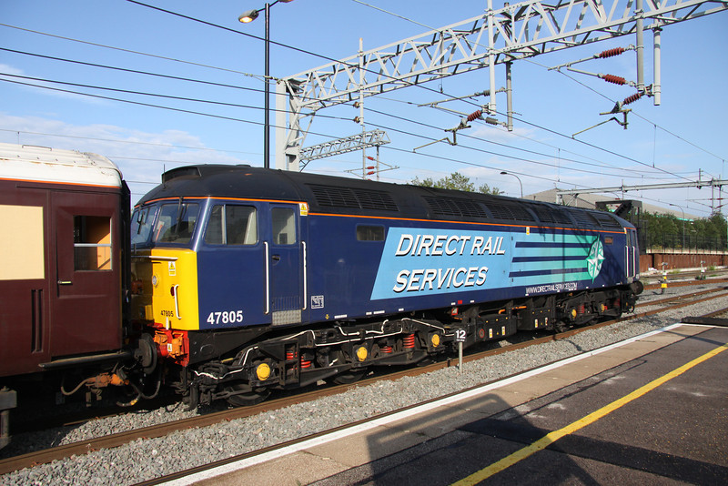 8 July. 47805 catches the sun at Milton Keynes on the rear of 1Z09. She would lead into Euston after reversal at Rugby.