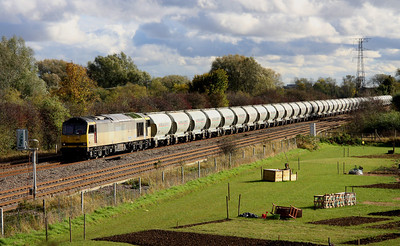 2 November. Overhauled tug 60092 showing signs of both two tone grey and EWS liveries heads past Bromham with the 6F93 1103 St. Pancras Churchyard Sidings - Ketton.