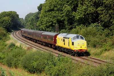 8 September. Making her last runs on the GCR over the gala weekend before leaving the railway, yellow peril 37198 takes the 2A23 1310 Loughborough - Leicester North past Kinchley Lane.