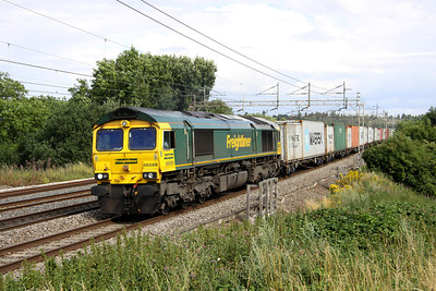 3 Aug. With ongoing problems resulting from the MK fatality, 66589 rattles the 4M20 1014 Felixstowe - Lawley Street through Chelmscote on the fast.