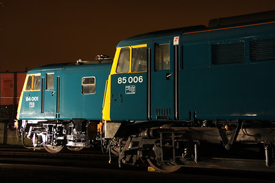 6 Dec. Front end profiles of 84001 and 85006. Note the yellow is slanted on 84001 below the cab window whereas it is straight down on the AL5.