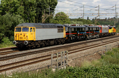 4 July. Electric grid cavalcade as 56312 hauls FLOYD 8 (86242) + FLOYD 7 (86228) + 86702 Cassiopeia + 86701 Orion past Chelmscote running as the 0Z86 1544 Willesden TMD - Barrow Hill. Three days later and the FLOYD's had left the country for further use in Hungary.