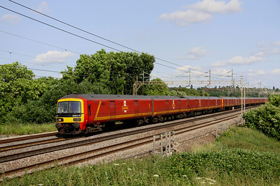 4 July.Seen on the slow at Chelmscote, so more snail mail than Royal Mail 352013 + 325011 + 325001 pass with the 1S96 1622 Willesden PRDC - Shieldmuir RMT.