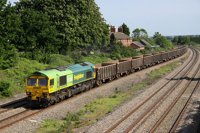 7 June. With a 50/50 chance of the unique lime coloured end leading, luck was in and the sun was out !! 66522 takes the 6D45 1558 Luton Crescent Road - Mountsorrel past Oakley.