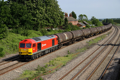 7 June. A smart looking 60092 heads the monster 6E38 1354 Colnbrook - Lindsey OR empty tanks past Oakley Hartops Bridge. She was originally named Reginald Munns in September 1992 after one of the architects behind the then modern MGR operating system.