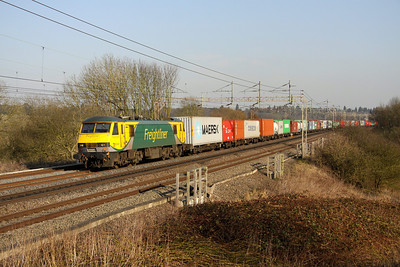 5 March. 90045 soaks up the sun as she works the 4M88 0918 Felixstowe - Crewe.