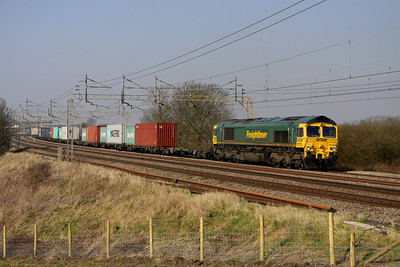 5 March. 66556 was a former heavy haul loco but now works for Intermodal. She is seen here heading south at Chelmscote working the 4L93 1008 Lawley Street - Felixstowe.