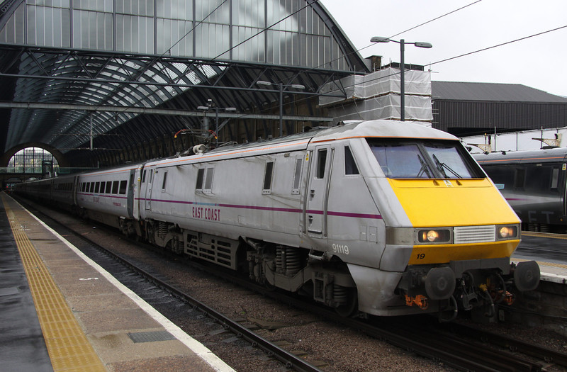 5 Nov. Palindromic  91119  stands at King's Cross awaiting her next turn north.
