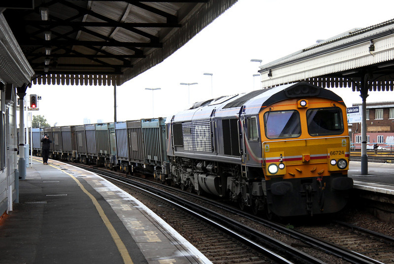 5 Nov. Barbie liveried 66724 Drax Power Station curves through platform five at Clapham Junction working the 4E19 1130 Mountfield - Doncaster Decoy empty gypsum.