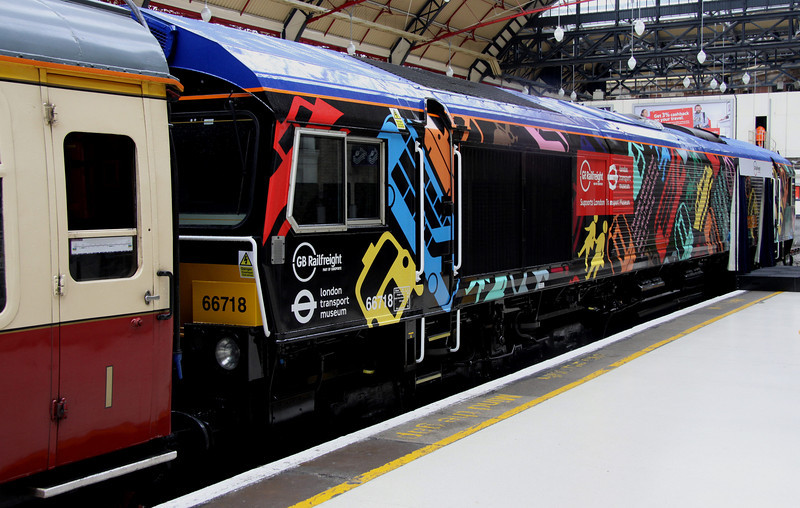 5 Nov. Black Beauty 66718  was reliveried from her old Metronet livery at Eastleigh Works and is seen up against the buffers at Victoria. Note the application of London Transport Museum support.