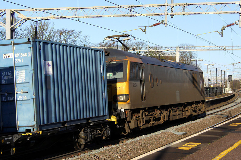 1 February 2014. To avoid firing into the sun, a going away shot of grubby 92044 Couperin is seen curving through Wolverton whilst heading the latest delivery of 350/4 Desiro units for TPE.
