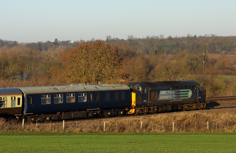 11 Jan 2014. For the purpose of reversing during the tour, 37194 was attached to the opposite end to the 20's. She later disgraced herself when she failed near East Midlands Parkway later in the itinerary.