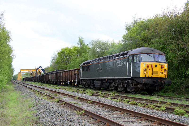 2 May 2014. A fuller view of 56312 roughly half way through unloading spoil from 6Z34.