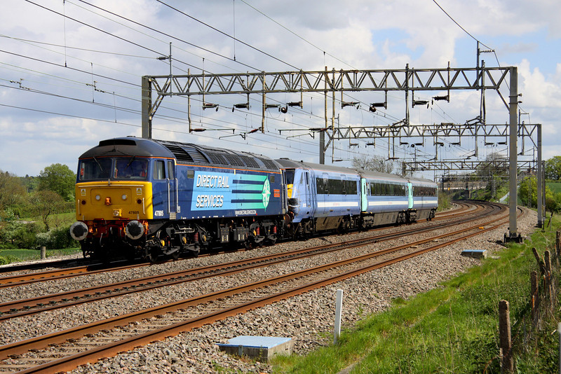 6 May 2014. 47805 John Scott 12.5.45-22.5.12 has DVT 82127 and Mark 3A Open Standards 12040 and 12154 for company as she passes Soulbury with the 5Z55 0911 Norwich Crown Point - Wolverton Works. Note that the DVT has front end damage.