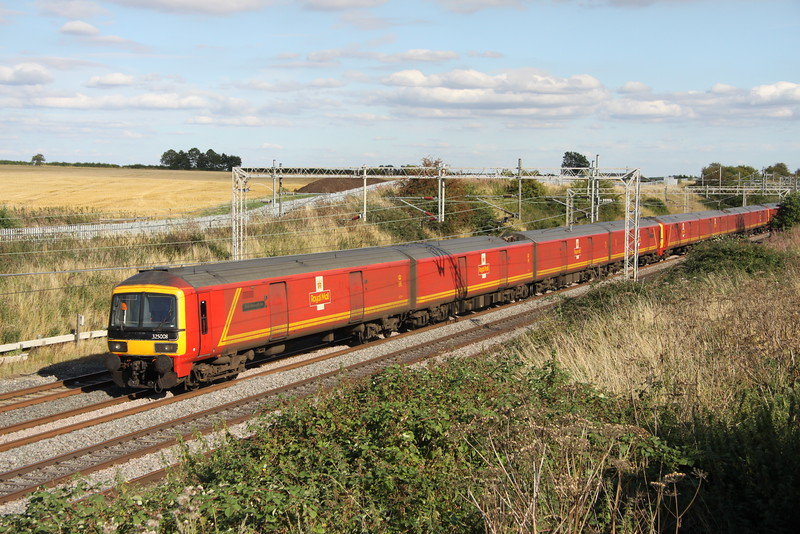 21 August 2015. The class 325 mail units are presently being repainted which involves a slight tweak to their original livery. This involves the removal of the double yellow stripes. Still carrying the old order, 325008 Peter Howarth CBE + 325001 + 325016 pass Castlethorpe working the 1S96 1622 Willesden PRDC - Shieldmuir.