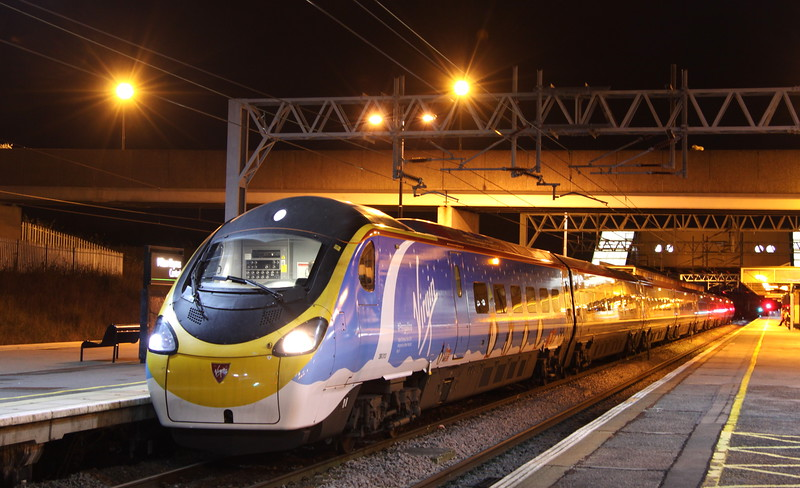 1 December 2015. On the morning of 1 December, Virgin launched two trains in Christmas livery namely 390013 and 91128. After the event which took place at King's Cross, 390013 returned to Wembley before working an out and back trip from Euston - Manchester. 390013 Virgin Spirit aka #Penguilino  is seen at MK with the 1A72 2015 Manchester Piccadilly - Euston.