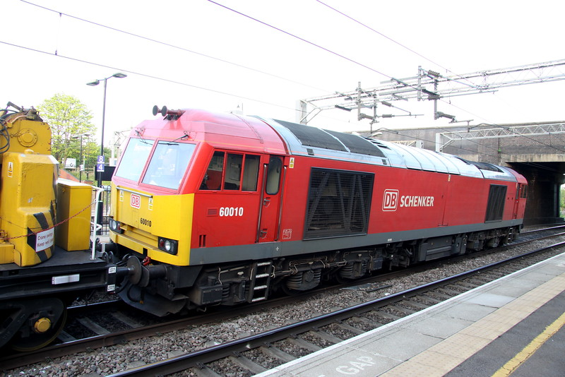 16 May 2015. Supertug 60010 comes to a stand at Wolverton  having worked top n tail with 66016 on the 7R03 1739 Bescot - Wolverton engineers.