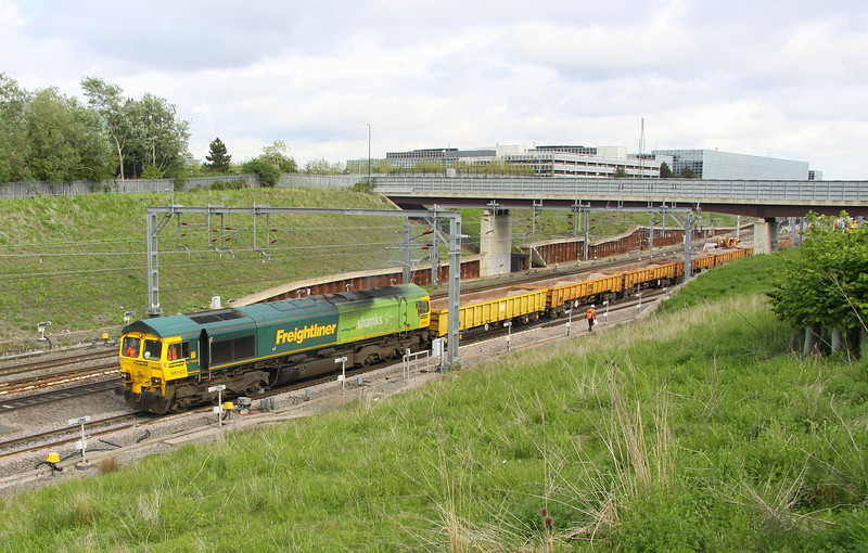 24 May 2015. 66522 exits MK station with her train in tow and would stable overnight in Wolverton station before continuing to Crewe the following day as the 6Y63 0902 Hanslope Junction - Crewe.