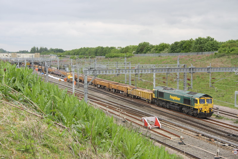 24 May 2015. A closer inspection of 66513 just north of MK with the 6Y62 Crewe - Denbigh ballast. Note Shanks 66522 just visible at the rear of 66513's train.