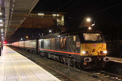 28 December 2017. 67005 Queen's Messenger stands at Bletchley with the return leg of the Pieman One, the 1Z83 1450 Old Dalby - Euston.