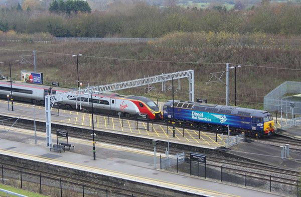 2 December 2017. 57309 Pride of Crewe stands in platform 5 at MKC with an errant 390152 Virgin Knight. The Pendolino had worked the 1A39 1355 Manchester Piccadilly - Euston the previous day and had passed through Watford Junction 5 late but was 83 late by the time she had reached Harrow & Wealdstone due to her bringing the overhead wires down. The 1A39 service being terminated at Harrow. 390152 was removed to MK by 57309.