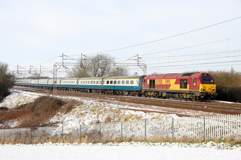 12 December 2017. Running just shy of two hours late, 67020 passes a snowy Chelmscote leading the 5Z59 Burton Wetmore Sidings - Euston ECS. Arriva liveried 67003 was on the rear. On arrival at Euston 67003 lead North to Huddersfield forming a Chelsea footex.