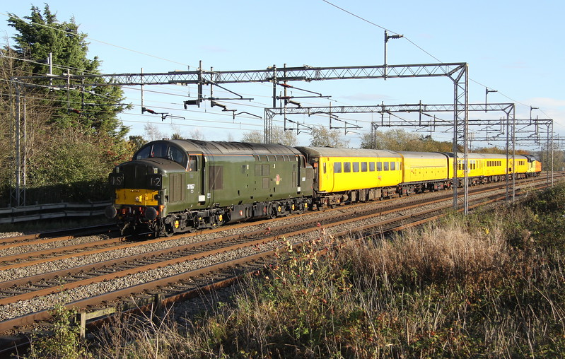 22 October 2017. With sister 37116 on the rear, green 37057 leads past Castlethorpe with the 3Z98 1330 Hither Green - Derby RTC.