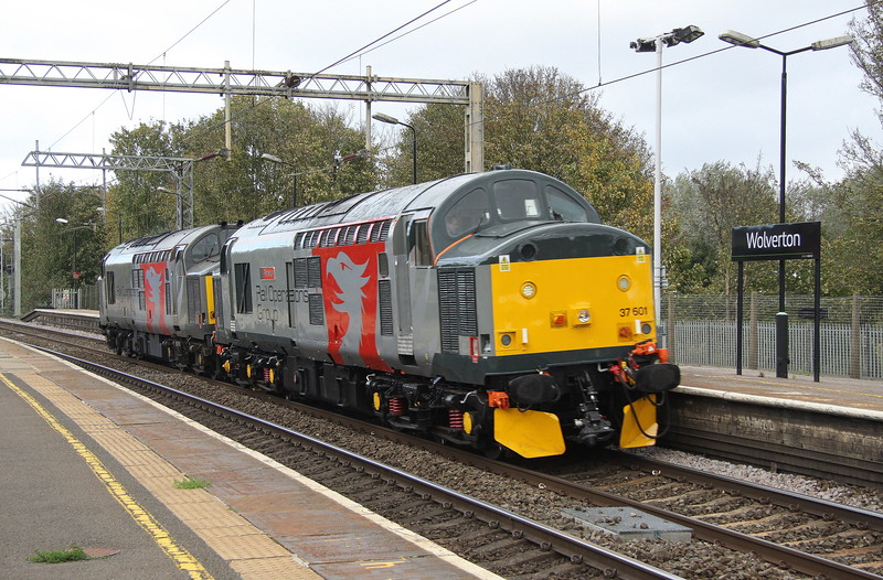 22 October 2017. ROG duo 37601 Perseus + 37884 pass Wolverton en route from Leicester to Wembley.