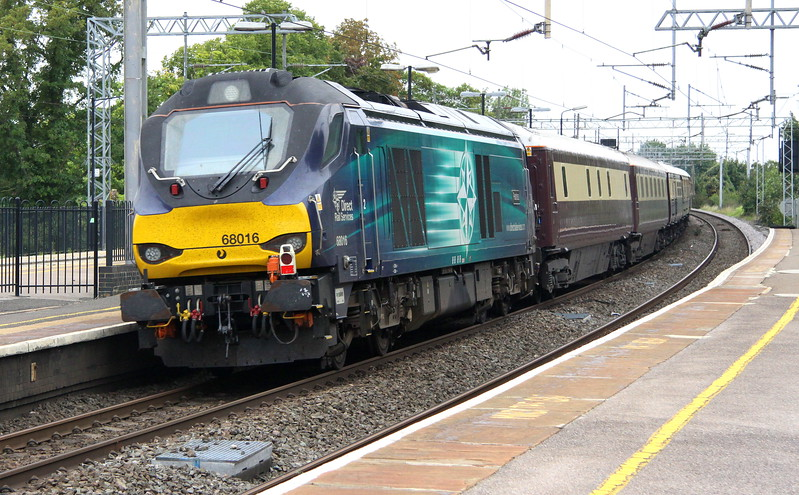68016 Fearless trails 5Z41 through Wolverton en route to the Severn Valley at Kidderminster.