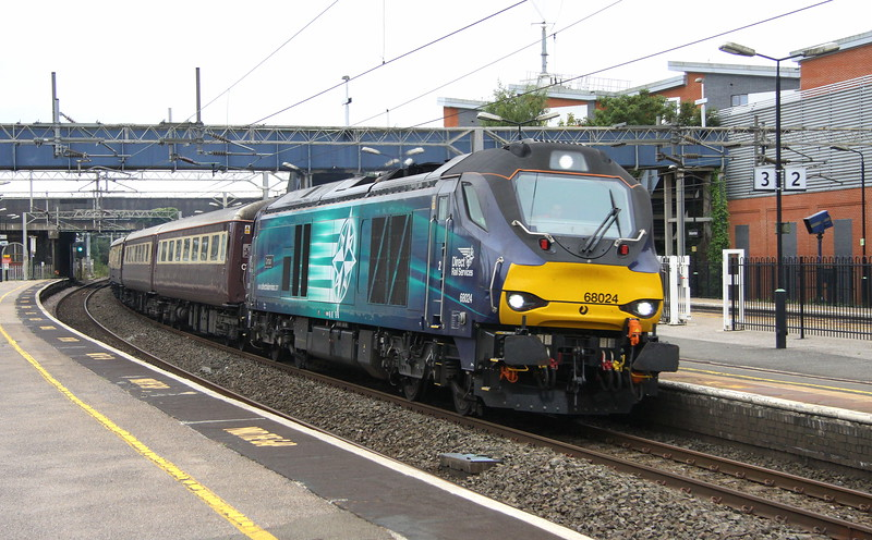 3 September 2017. 68024 Centaur powers the Northern Belle ECS, the 5Z41 1410 Acton Lane - Kidderminster SVR through Wolverton. The stock and 68024 + 68016 had been utilised the previous day for a trip from Paddington to Llandrindod Wells.