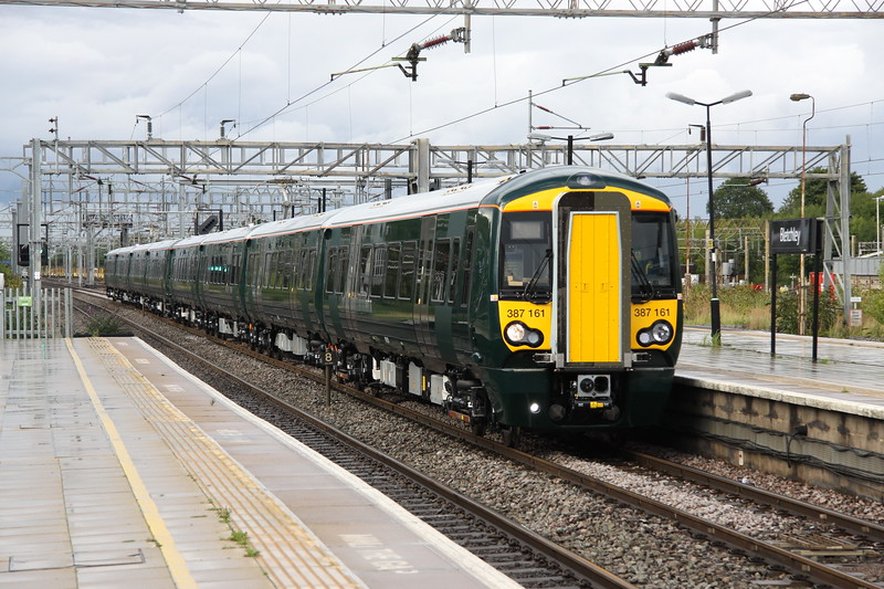 8 September 2017. Further testing of GWR 387's continue and 387161 + 387159 pass Bletchley on the 1404 Crewe - Wembley.