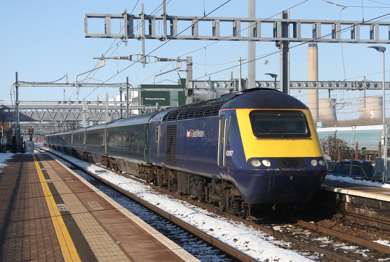 2 February 2019. With a rake of GWR green coaches and InterCity liveried 43185 Great Western on the rear, 43097 Environment Agency calls at Didcot with the 1L48 0929 Swansea - Paddington.