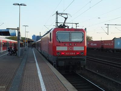Rhein Ruhr 143 hauled S-Bahn