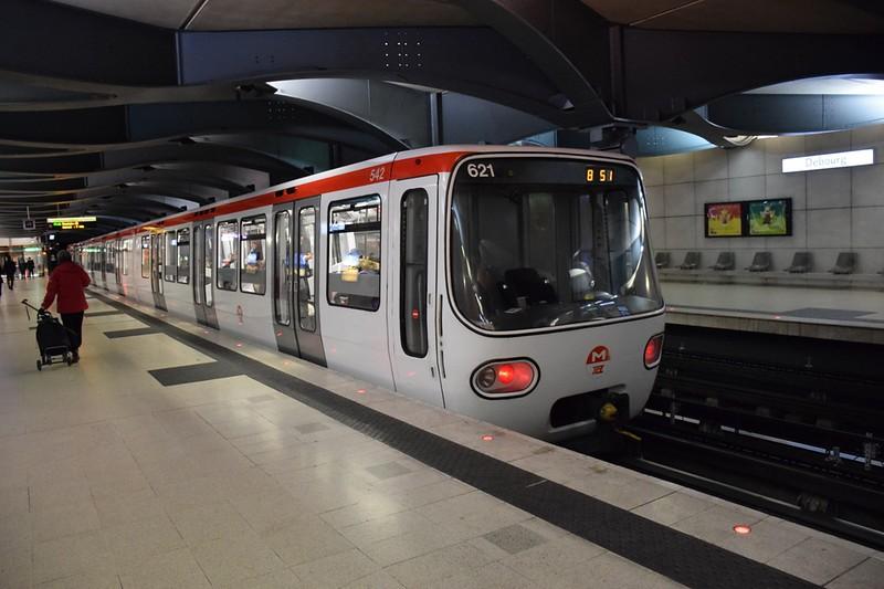 https://photos.smugmug.com/RailSceneEurope/European-Metros/Lyon-Metro/i-zHqp8p7/0/83ea7801/L/DSC_0220%20%281280x853%29-L.jpg