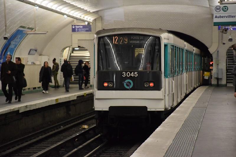 https://photos.smugmug.com/RailSceneEurope/European-Metros/Paris-Metro/i-vdbg8LR/0/384c19b1/L/DSC_0102%20%281280x853%29-L.jpg