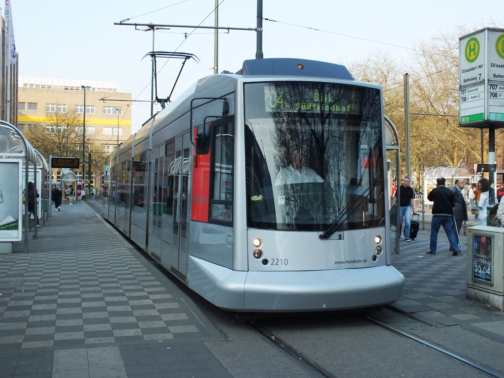 2210 Dusseldorf Hbf 25 April 2013