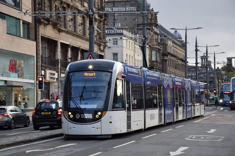 https://photos.smugmug.com/RailSceneEurope/European-Trams/Edinburgh-Tram/i-gnBJ7H5/0/7e7ac78e/L/DSC_0052%20%281280x853%29-L.jpg