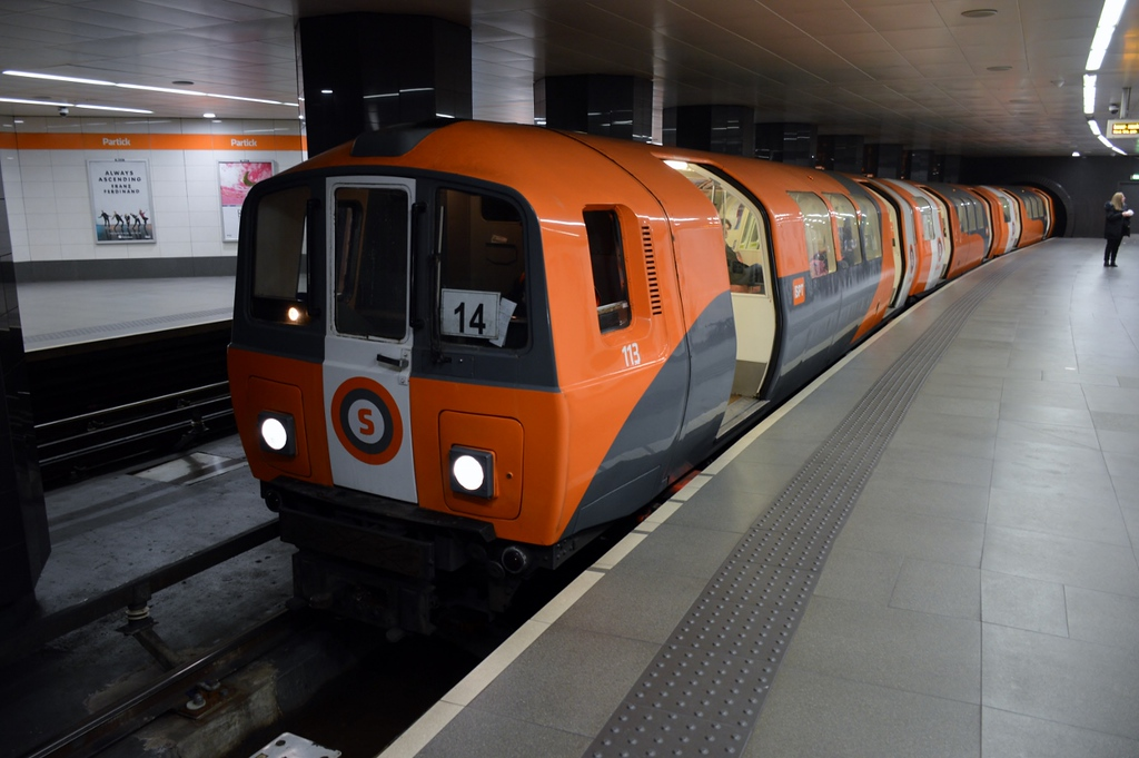 https://photos.smugmug.com/RailSceneEurope/Glasgow-Subway/i-4QHZmjF/0/173f3ec6/XL/DSC_0369%20%281280x851%29-XL.jpg