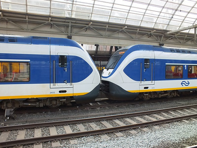 2432 & 2415 Amsterdam Centraal 29 March 2012