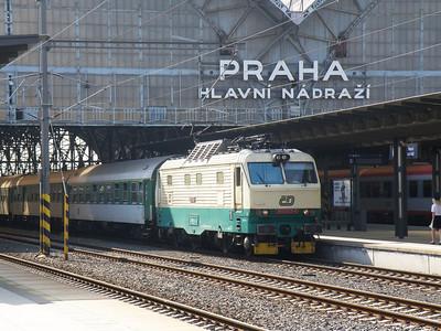 150 203 Prague hlavni nadrazi 27 September 2011