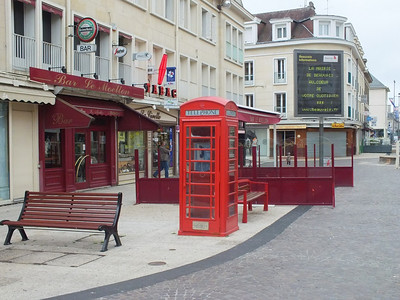 Phone box a bit out of place in Beauvais 23 June 2013