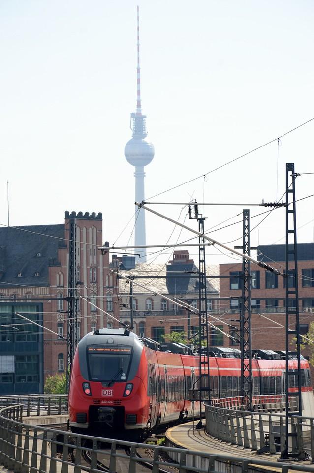 https://photos.smugmug.com/RailSceneEurope/RSE-Berlin-April-May-2018/i-SjjvJrb/0/60e914fd/X2/DSC_0006%20%28851x1280%29-X2.jpg