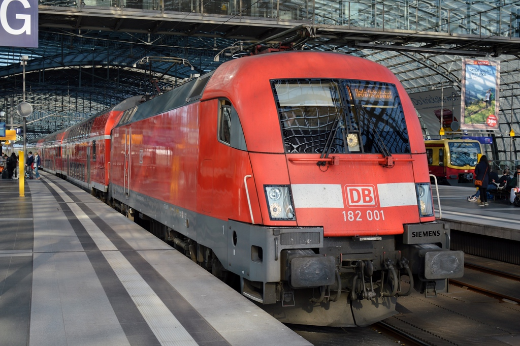 https://photos.smugmug.com/RailSceneEurope/RSE-Berlin-April-May-2018/i-cc8XDcj/0/bfb2c2e5/XL/DSC_0008%20%281280x851%29-XL.jpg