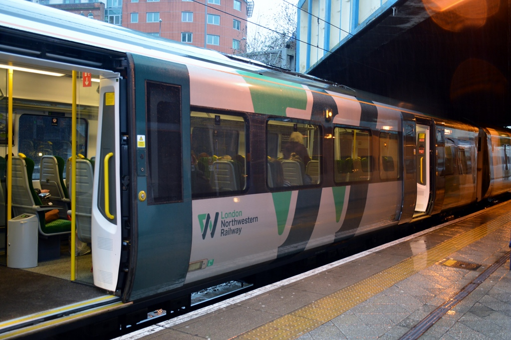 https://photos.smugmug.com/RailSceneEurope/RSE-Birmingham-West-Midlands-January-2018/i-WcWrGjw/0/6b1debbf/XL/DSC_0286%20%281280x851%29-XL.jpg
