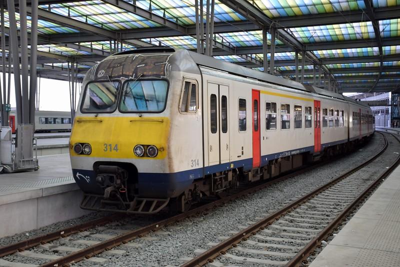 https://photos.smugmug.com/RailSceneEurope/RSE-Brugge-Oostende/i-cTWKrnH/0/fe9e95ef/L/DSC_0218%20%281280x853%29-L.jpg